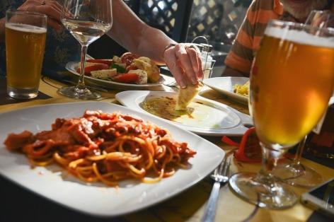 beer & dinner-601576_960_720